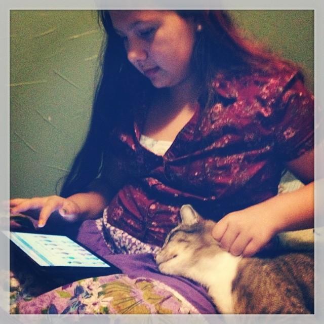 Merlyn likes to help Dani with her schoolwork! -Beckie #homeschool #thankfulforpetsatshs